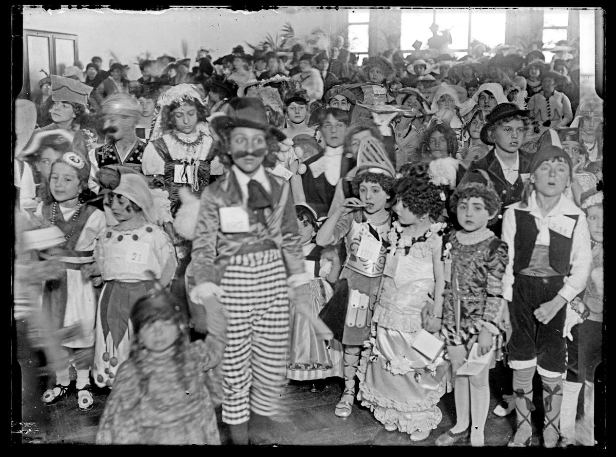 Fiesta de carnaval en el parque hotel 1916